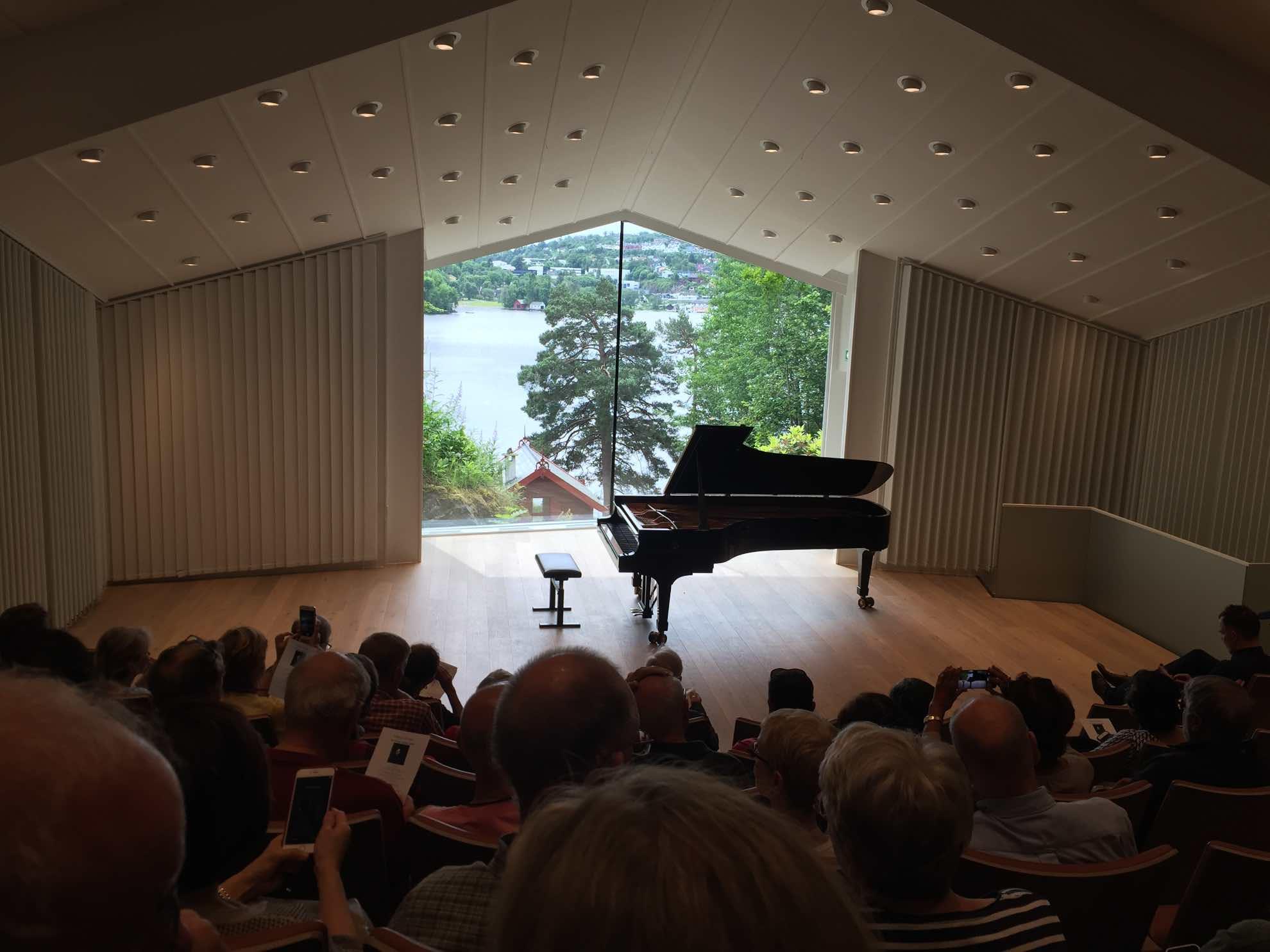 Ein besonderes Konzert mit besonderer Aussicht – wir besuchen ein Klavierkonzert im Edvard Grieg Museum Troldhaugen.