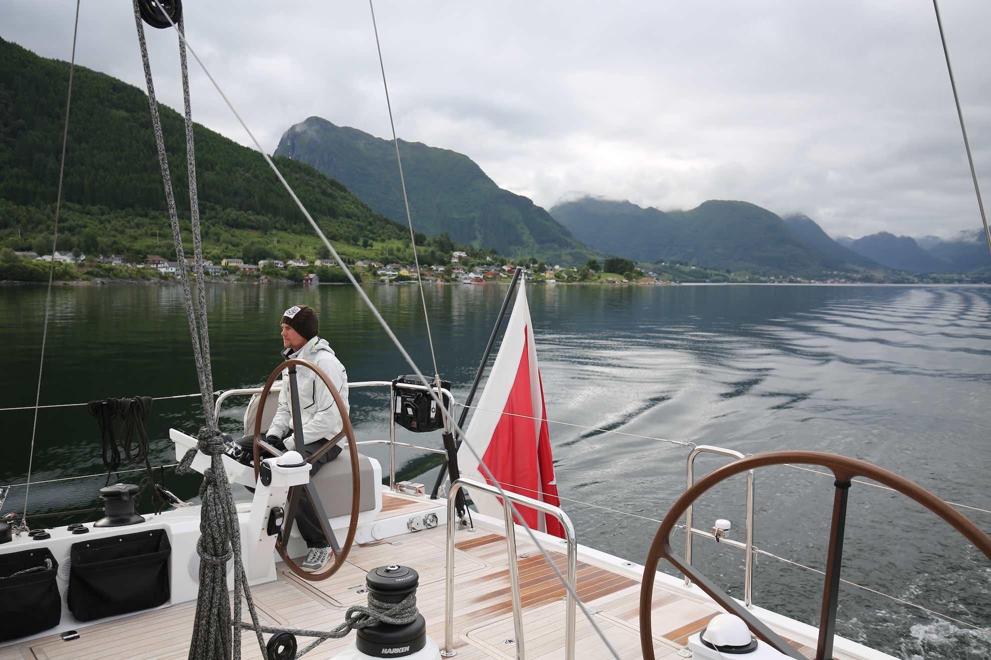 Es geht tief in den Hardangerfjord hinein.
