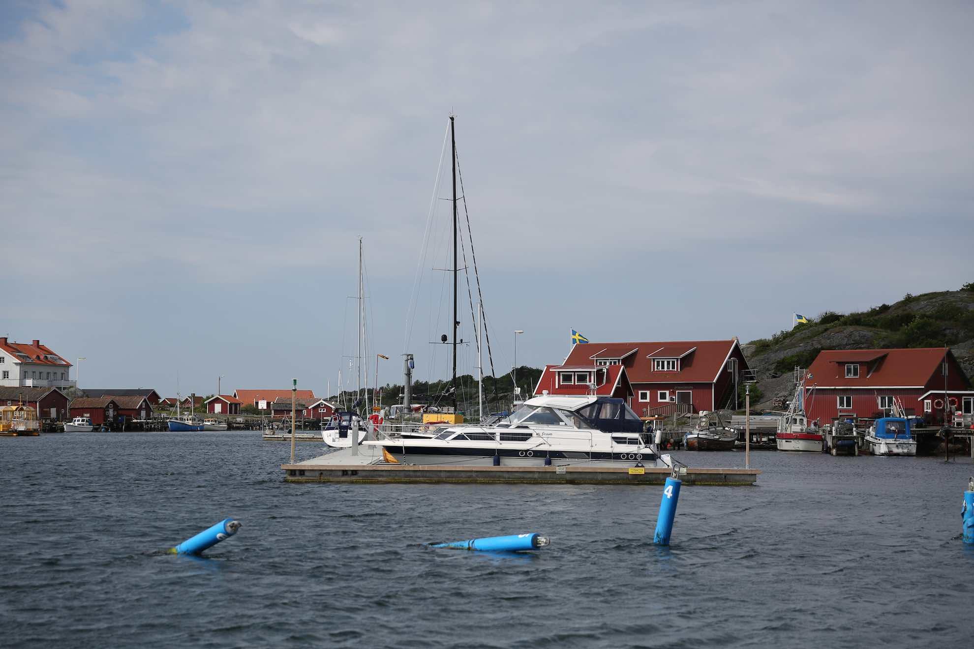Sie bildet zusammen mit Sydkoster die Koster-Inseln.