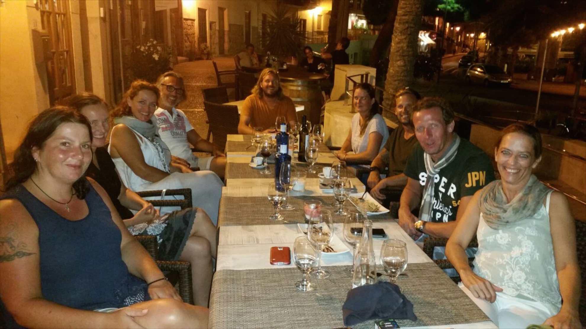 20160913-004-dinner-mit-familie-freunden-und-crew.jpg