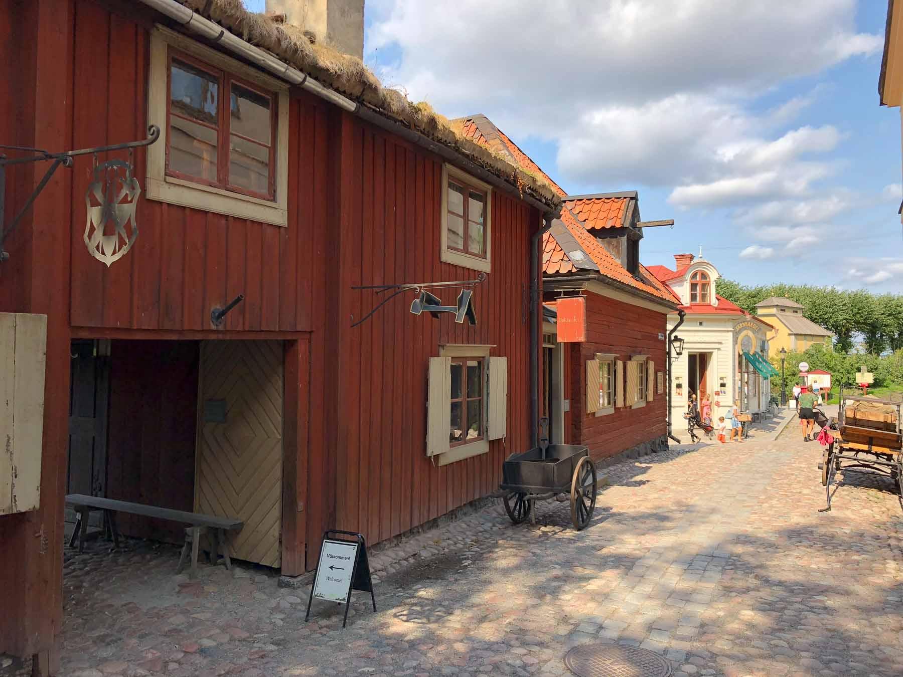 Es ist das  Stockholmer Freilichtmuseum der Volksbräuche