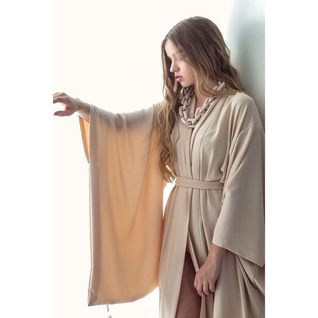 Its all about the sleeves! @miromagazinefw featuring the cream kimono by @idreamofshapes and accessories by @rah_rah_studio all items are available @ffcsbrux and online check out our webpage www.idreamofshapes.com to view the full collection. Photography @mijeanrochus , Make up @makeup__by__f model @mandy_vdb @ @#independentdesigner #berlindesigner #berlinfashion #handmade #scottishdesigners #alternativefashion #cream #kimono #fashionshoot #sustainabledesign #sustainablefashion #fashion #brusselsfashion #ffcbrussels #idreamofshapes #conceptstore #independentlabels #love