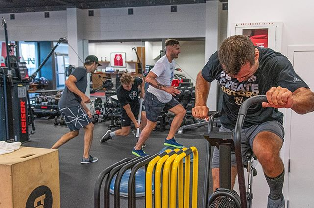 Metabolic workouts in a team or group dynamic like here with the NHL players allow you to push your limits. Book a team or group training now to bring your game to the next level.
