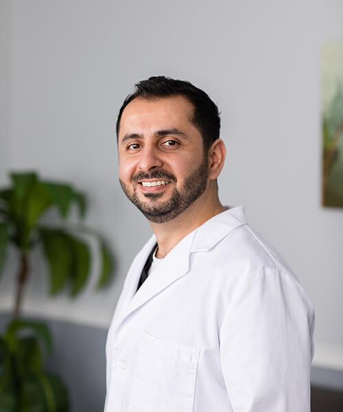 Hawar Sulaiman, DDS - Dr. Sulaiman, simply Dr. S to his patients, holds his Doctor of Dental Surgery degree from the University of Illinois at Chicago College of Dentistry.