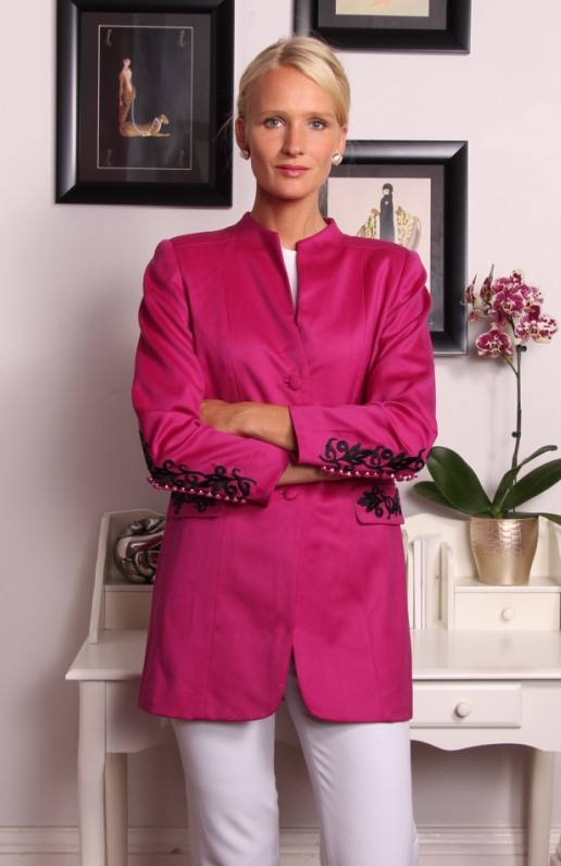 Crosby Jacket in 100% Light English Wool Available in 55 colorways (shown here in fuchsia) Black applique on sleeves, pocket flaps and two vertical to frame back vents  $1350
