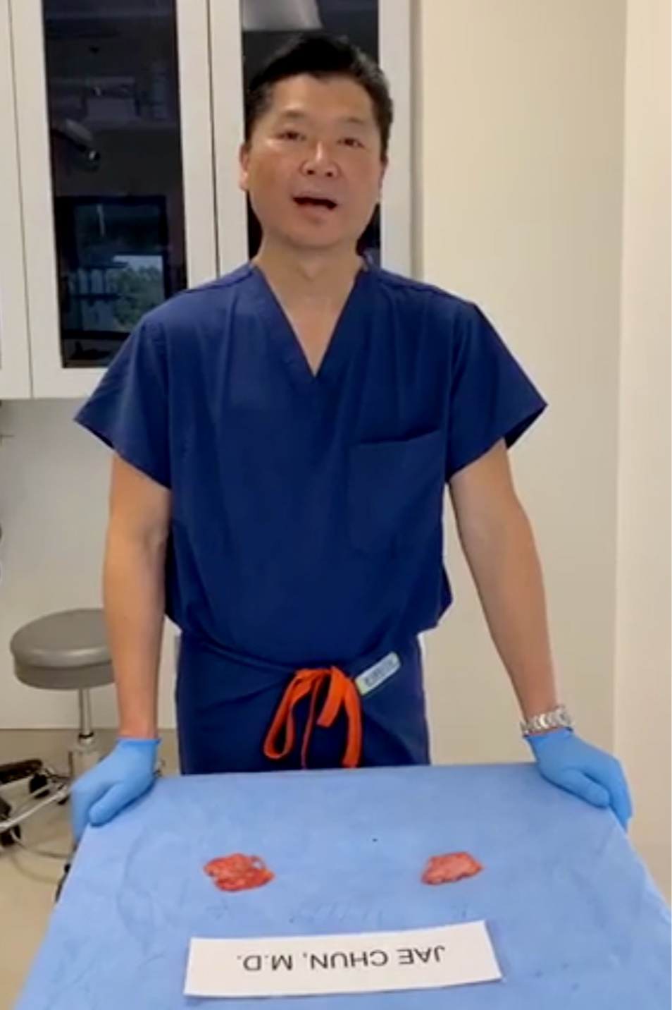 Explant Enbloc Surgery - In this Facebook video, Dr. H Jae Chun MD explains the importance to find a surgeon to remove all the capsules or women will stay sick.