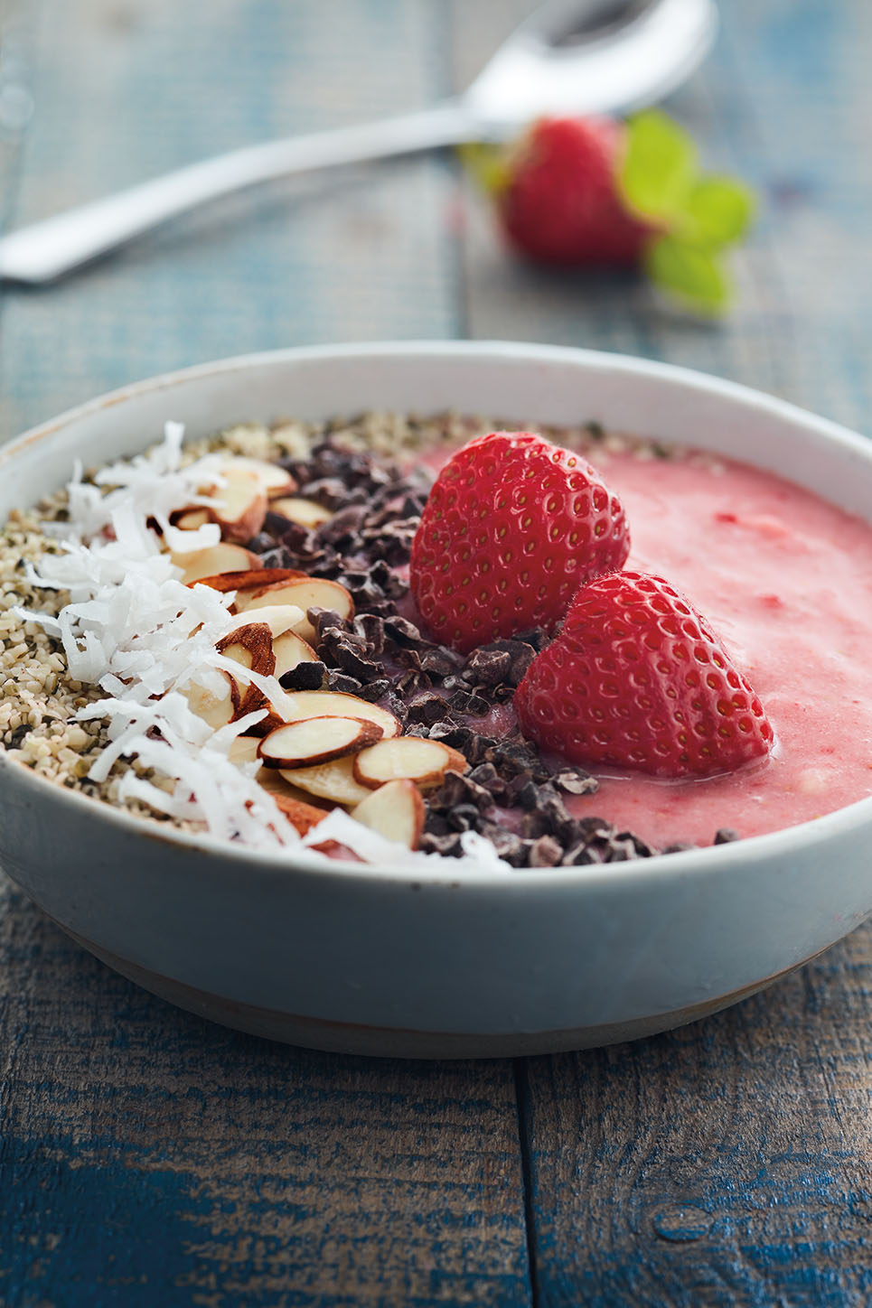 Strawberry banana smoothie bowl 01.jpg