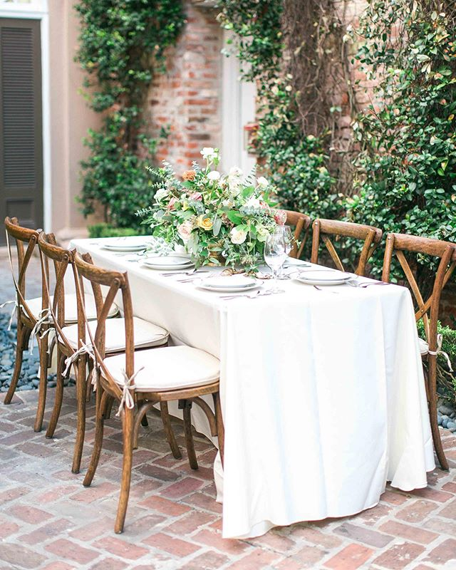 Absolutely whimsical and dreamy ✨  Photo @poetryandpaper.com Venue  @wfrenchquarter Planner  @everlyeventplanning Florist @herbivorefloraldesigns Stationery @invitobella Rentals @southernhospitalityeventrental  Model:Kaitlynn Toft @kaitlynn_toft Gown @linenjoliebridal Cake @purecakenola Oyster Décor @hightide.designs Vow Books  @clairemagnolia