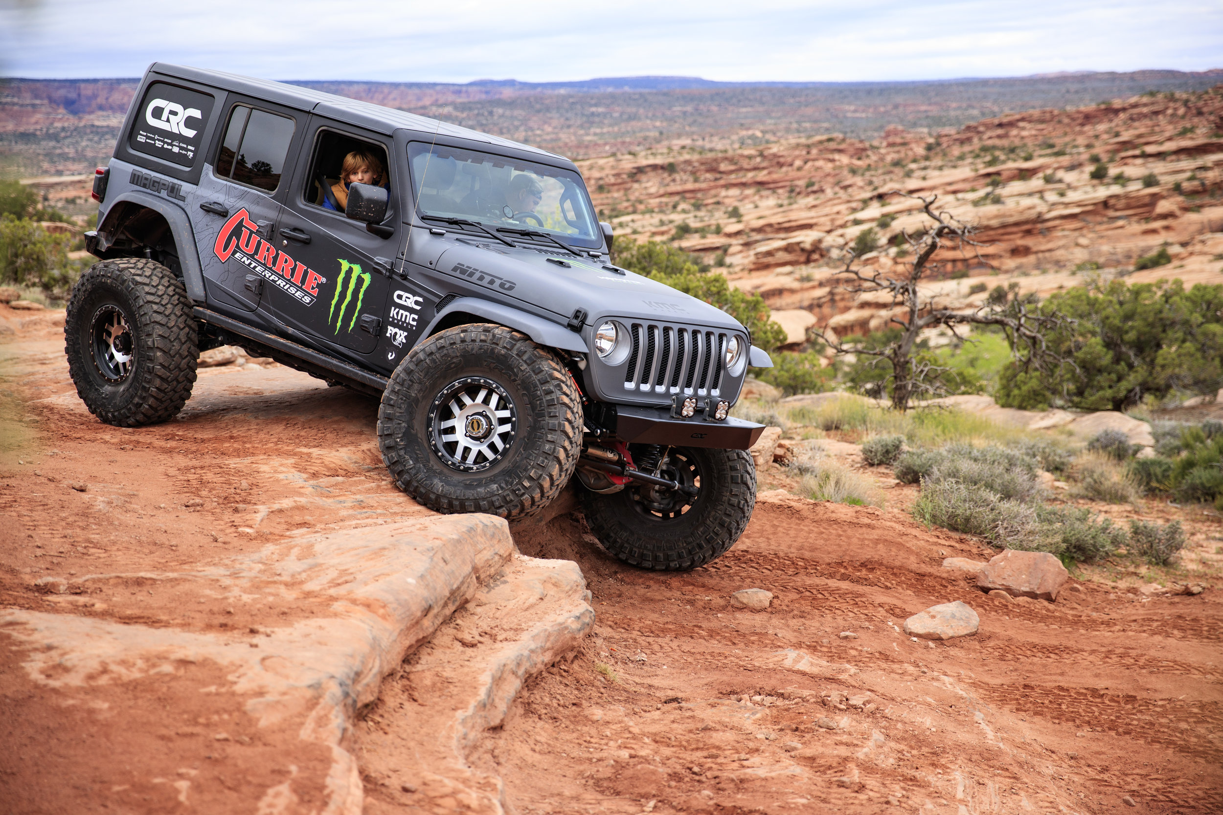 4_17_CaseyCurrie_MonsterCurrieJeepJL_MoabEJS_GoldBarRim_004.jpg