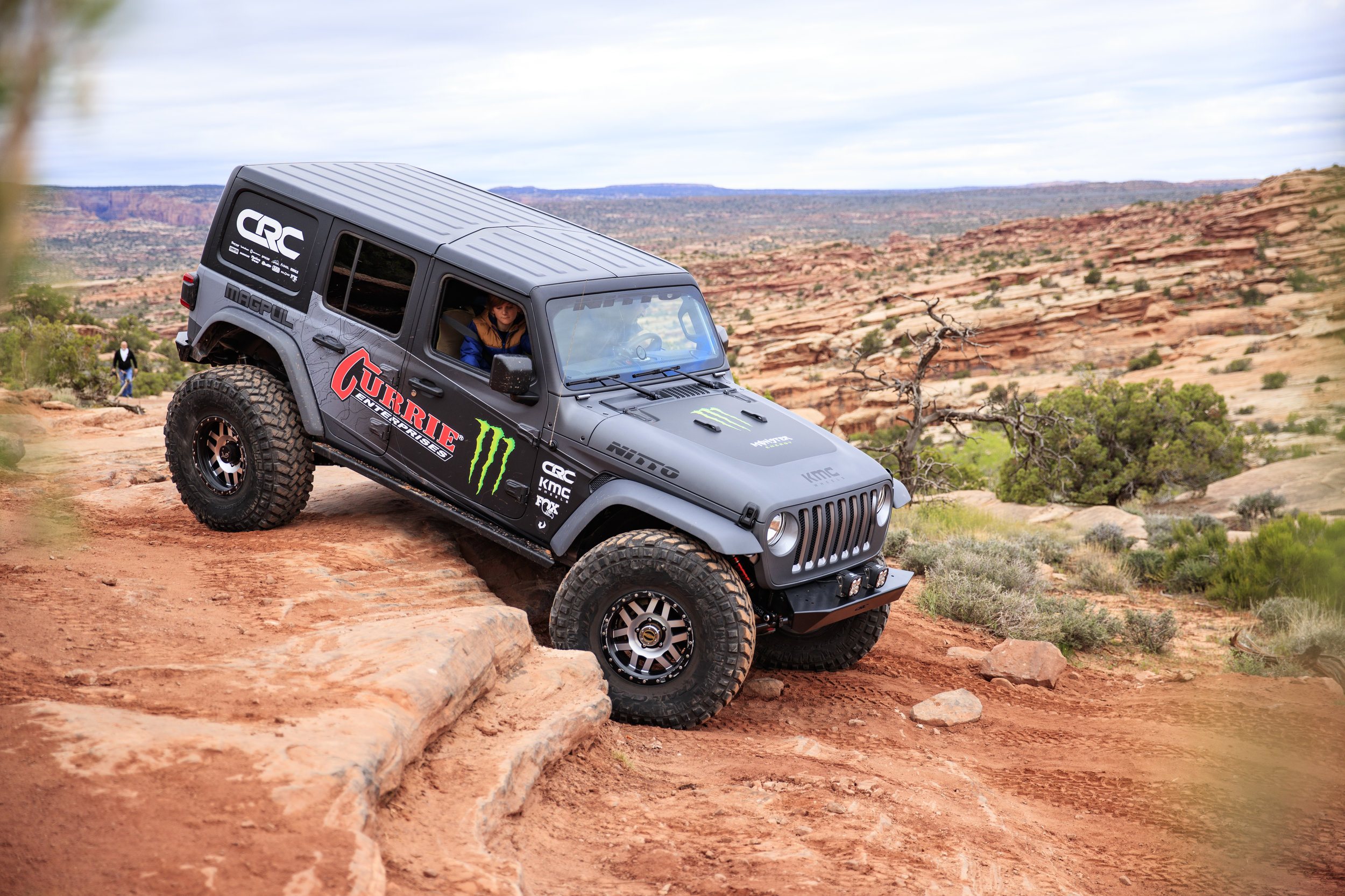 4_17_CaseyCurrie_MonsterCurrieJeepJL_MoabEJS_GoldBarRim_005.jpg