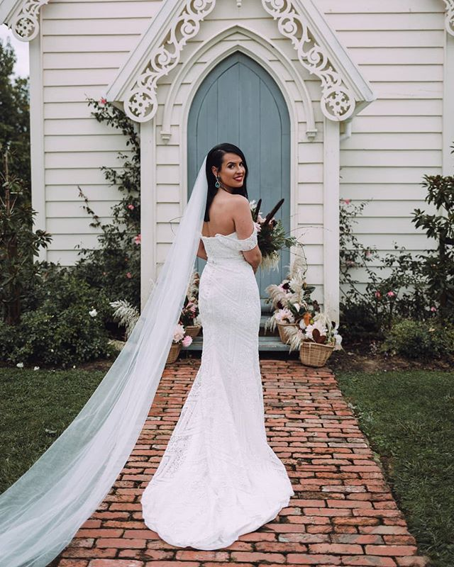 Sarah and Gideon tied the knot with a ceremony in beautiful Matakana with a fun theme of Garden Attire. Sarah's dress is a custom Trish Peng Gown in a sweetheart shape with detachable sleeves and made in an off-white beaded lace with satin lining. Read more about this gorgeous wedding over on our journal💫@sparke24