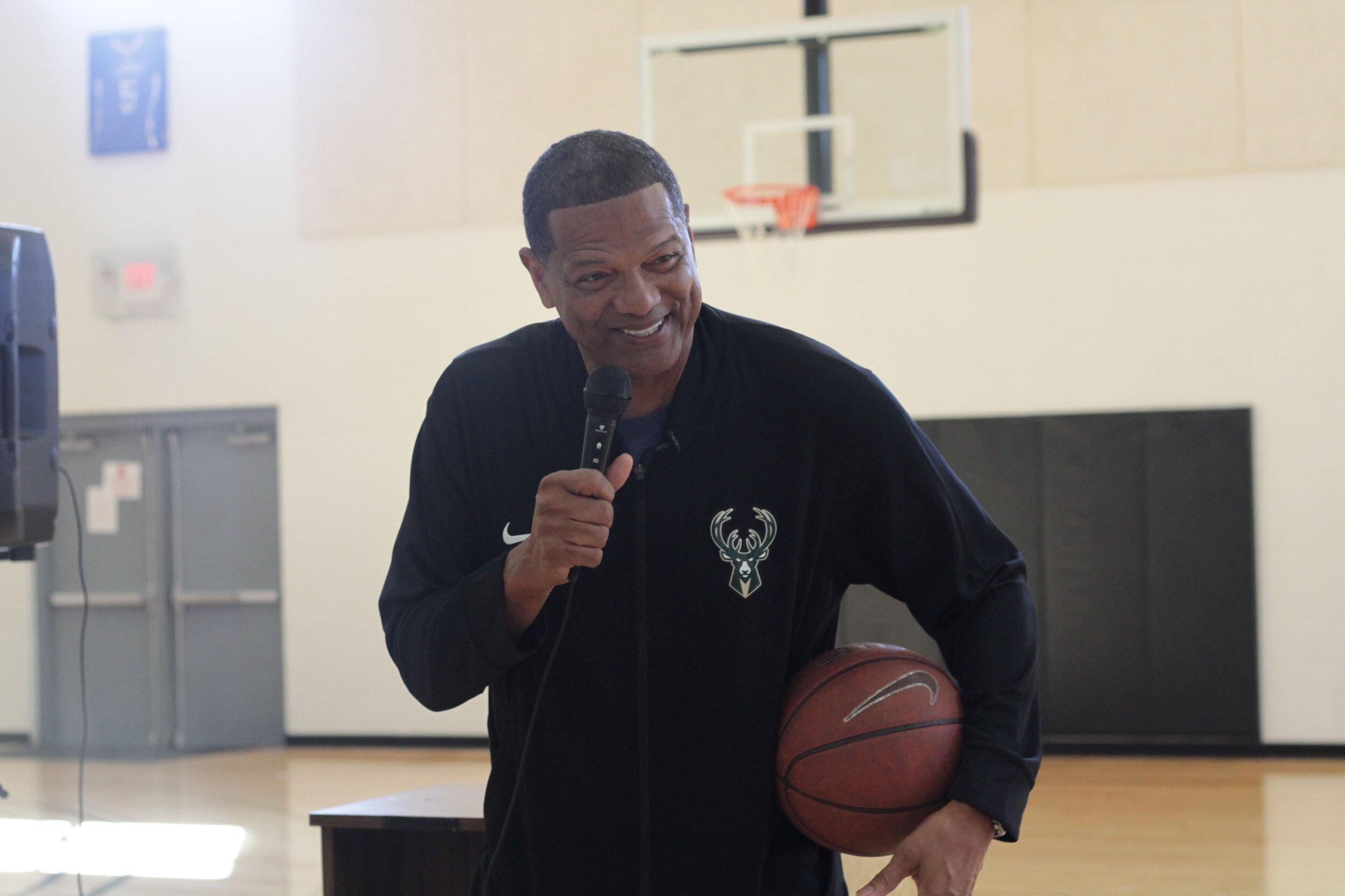 Marques Johnson hosts Running Rebels Community Organization -- an organization dedicated to developing Milwaukee's youth - EPIC Gala-lotta.