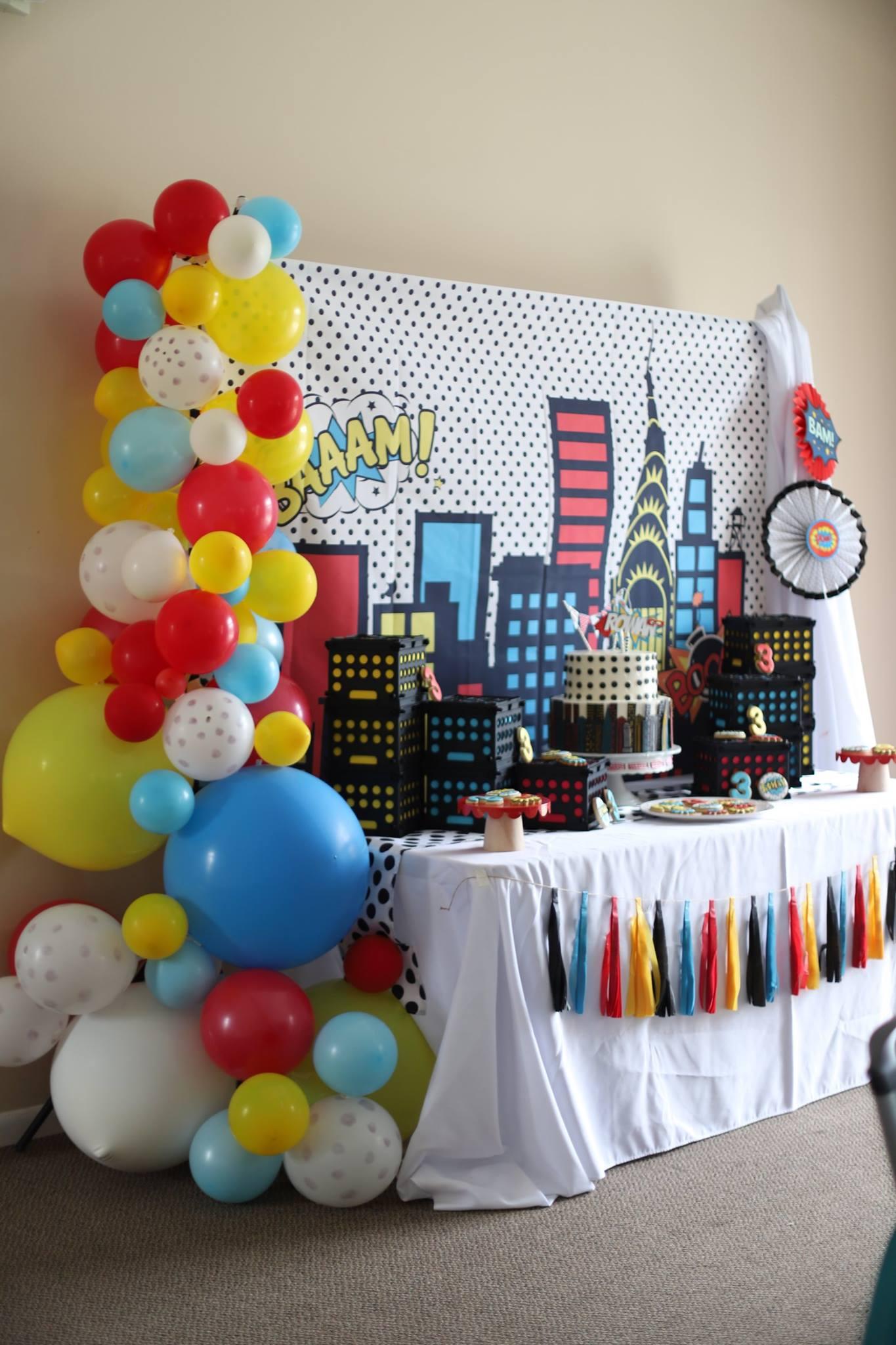 010_superhero_party_decor.jpg