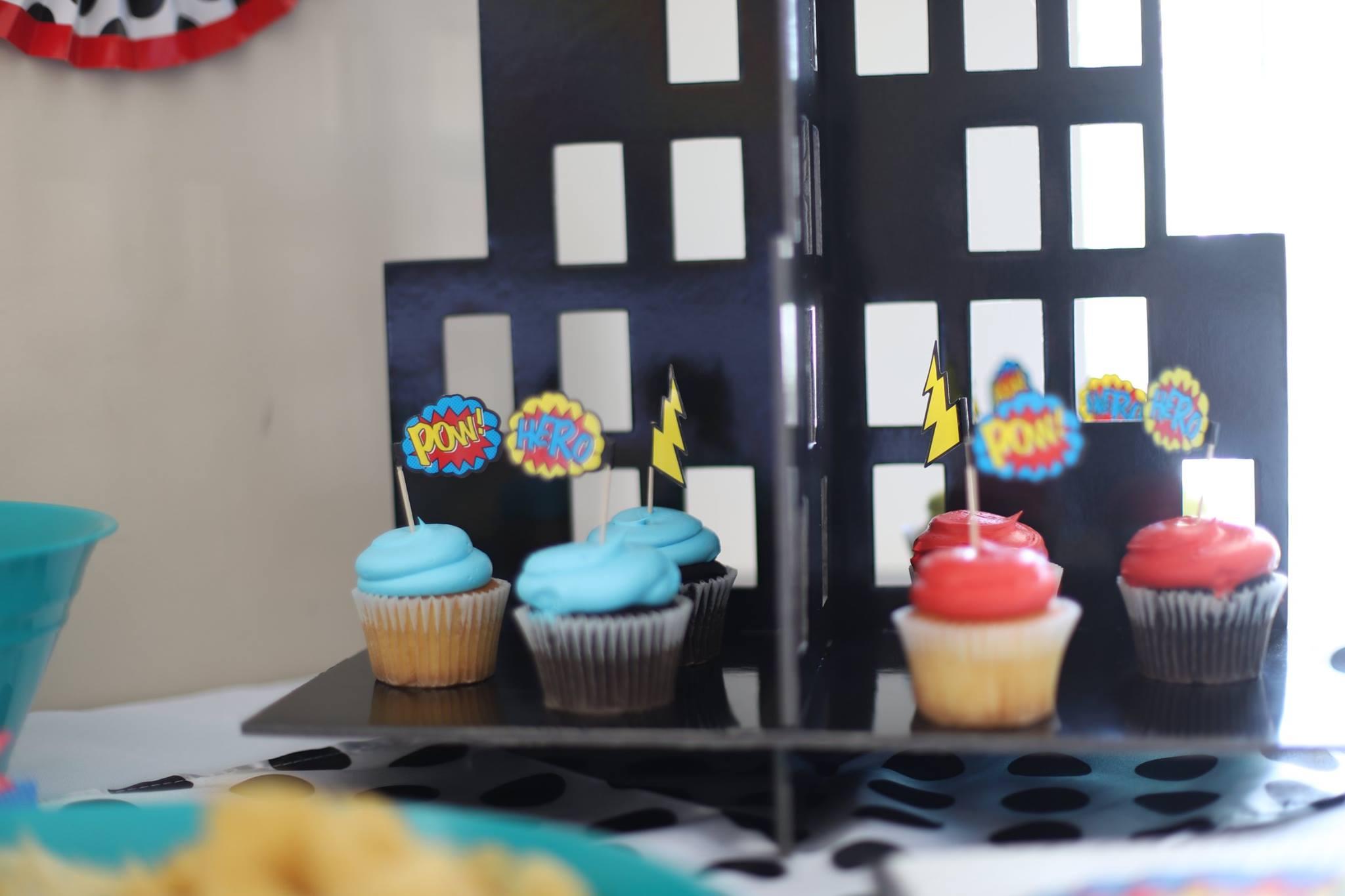 022__superhero_party_cupcakes.jpg