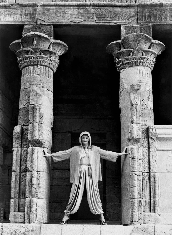Geri Sackler, Temple of Dendur, The Metropolitan Museum of Art, New York, NY, 1982