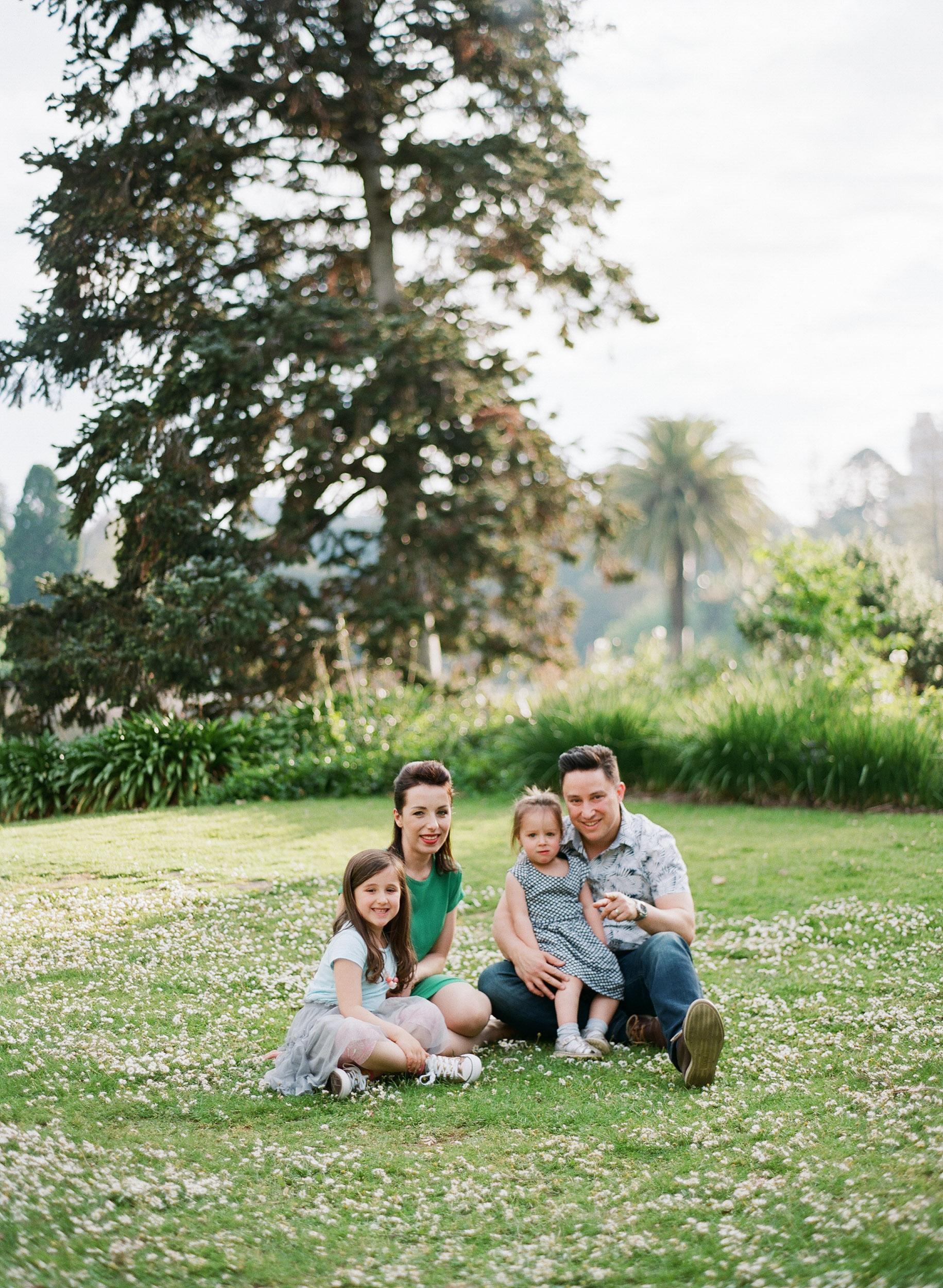 family (3 of 12) - 000077290011.jpg