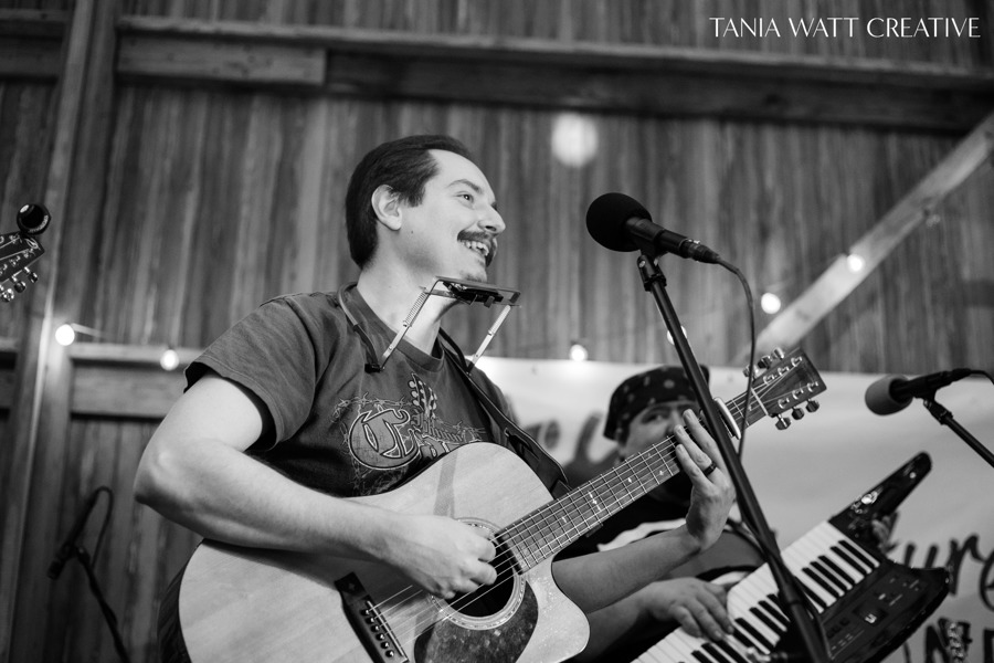 Jonathan Watt performs live with band Creature of One at Hilltop Views Farm. Copyright 2019  Tania Watt Creative .