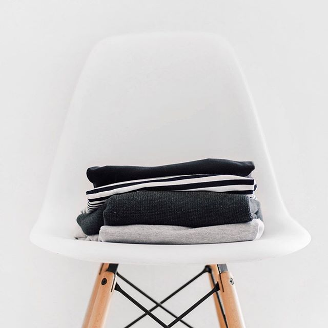 I'm no #mariekondo but after watching her @netflix show #tidyingupwithmariekondo, I've been obsessed with keeping laundry clean and organized. I feel like a folding expert 🙋🏻‍♀️😂🙈 Anyone else? . . #whysomuchlaundry #didntijustwashthat #laundryfordays #someonebringmariekondo #tidyingup