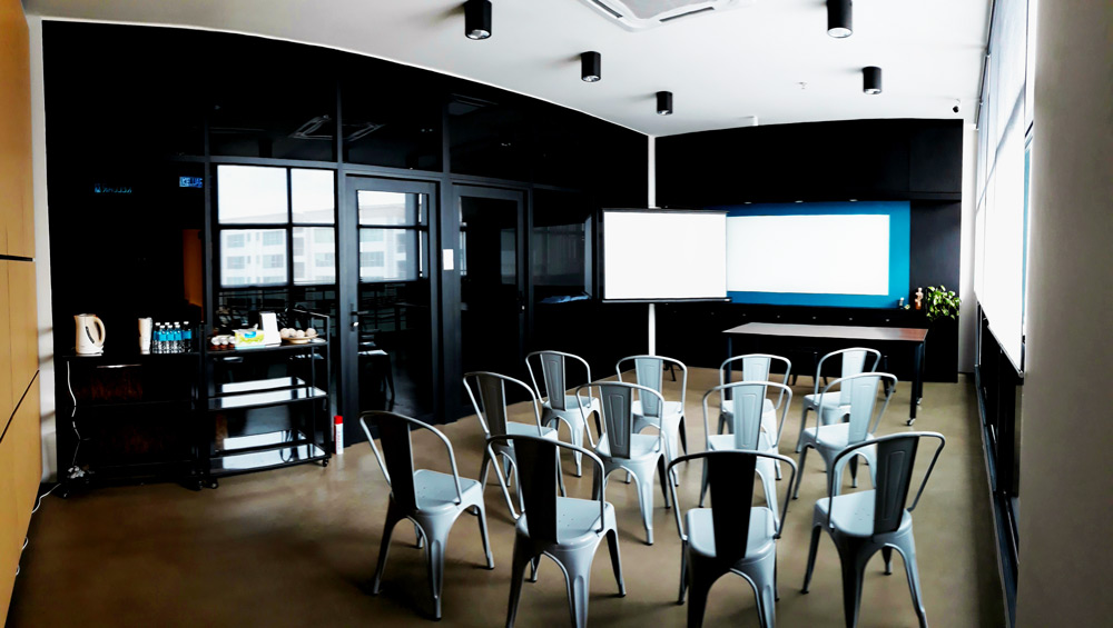 Classroom-wide-01.jpg