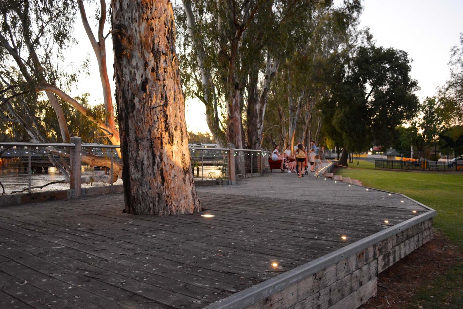 Barham Boardwalk - Enjoy a unique perspective of the Murray River and the historic Barham bridge as you stroll along this community built boardwalk.Murray St, Barham, NSW 2732