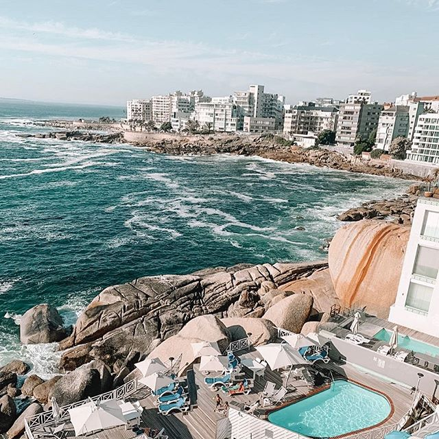 • My parents-in-law arrived in Cape Town yesterday and sent this photo of Bantry Bay 😍😍😍 makes me so excited for us to be going to the Cape later this year! • In other news, the weather is beautiful and we are off to the beach in Ballito with our pups this morning 🐶🐶🌞🏝🏖 • • What are your Saturday plans? • • 📷 : @roneliekaiser • #CapeTown #BantryBay #beach #sunshine #oceanviews