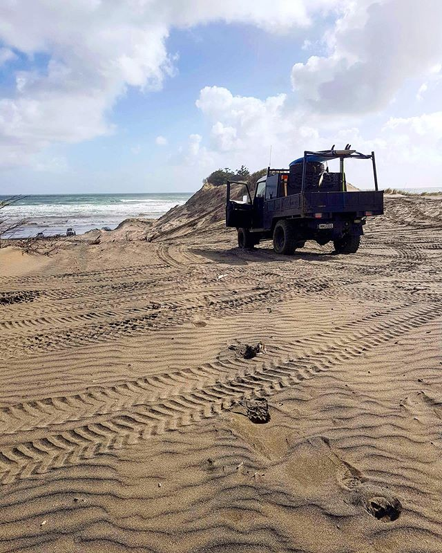 A #lokelladventure many thanks to @iammatwithone_t #defender #landrover #nzbeach