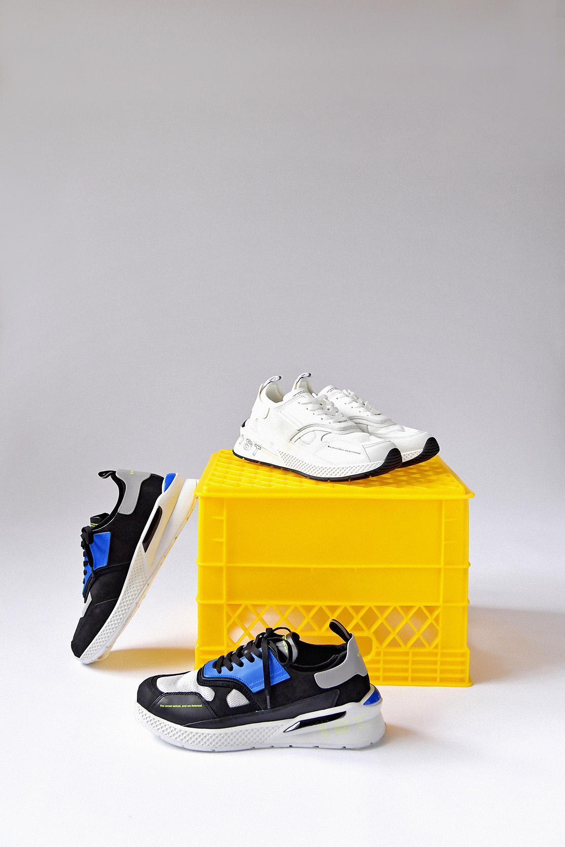 上/ VFTS 球鞋基本款(白)  , 下/ VFTS 拼色球鞋(藍/灰/黑)