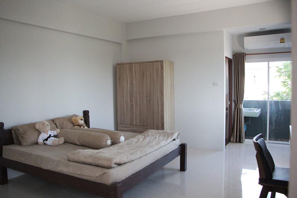 bed room balcony.jpg