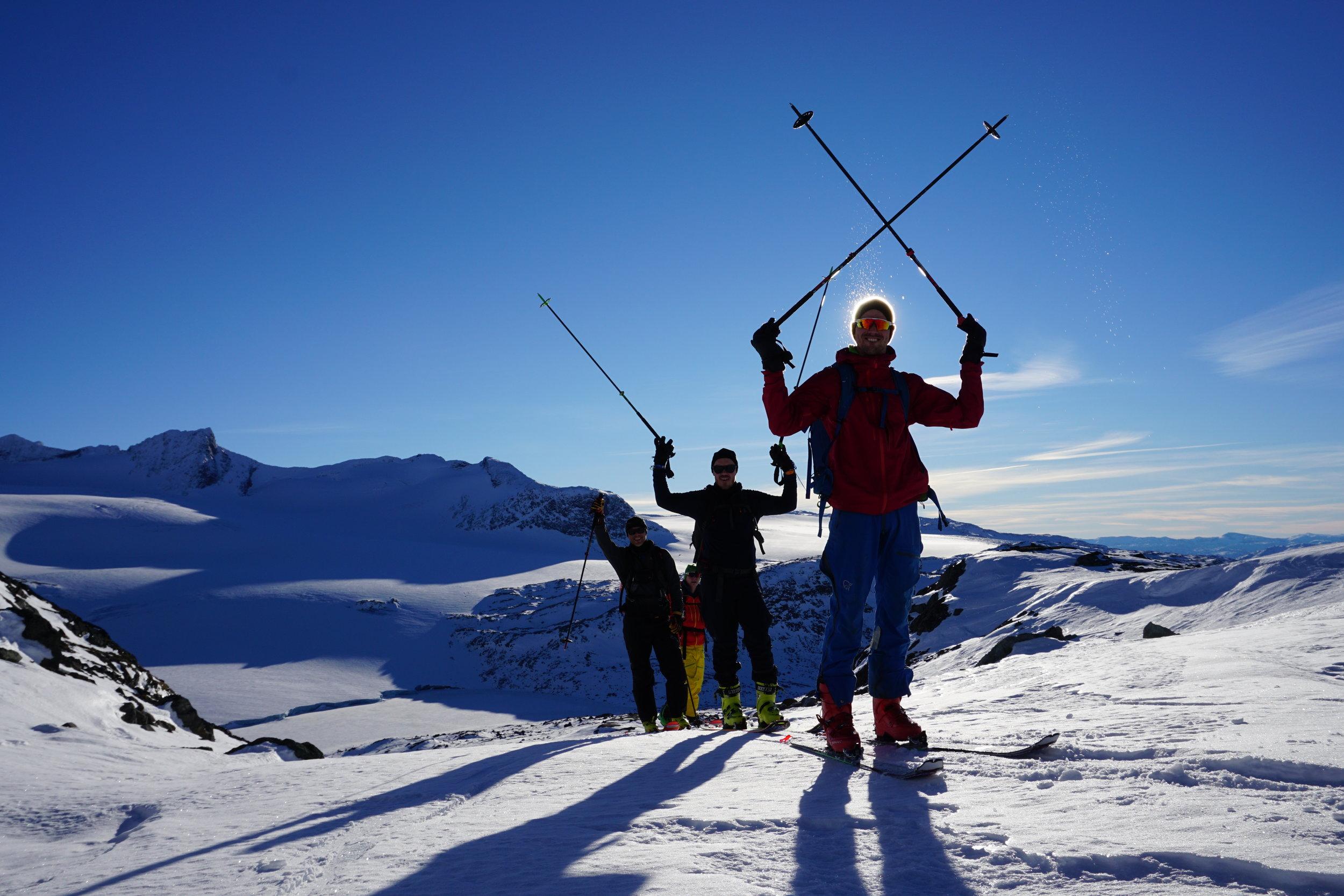 SMELLVAKKERT OG SMELTANDE. Held klimaendringane fram som no, vil 90 prosent av isbreane i Norge vere smelta bort om 80 år. Vårskituren på Sognefjellet er snart raudelista.