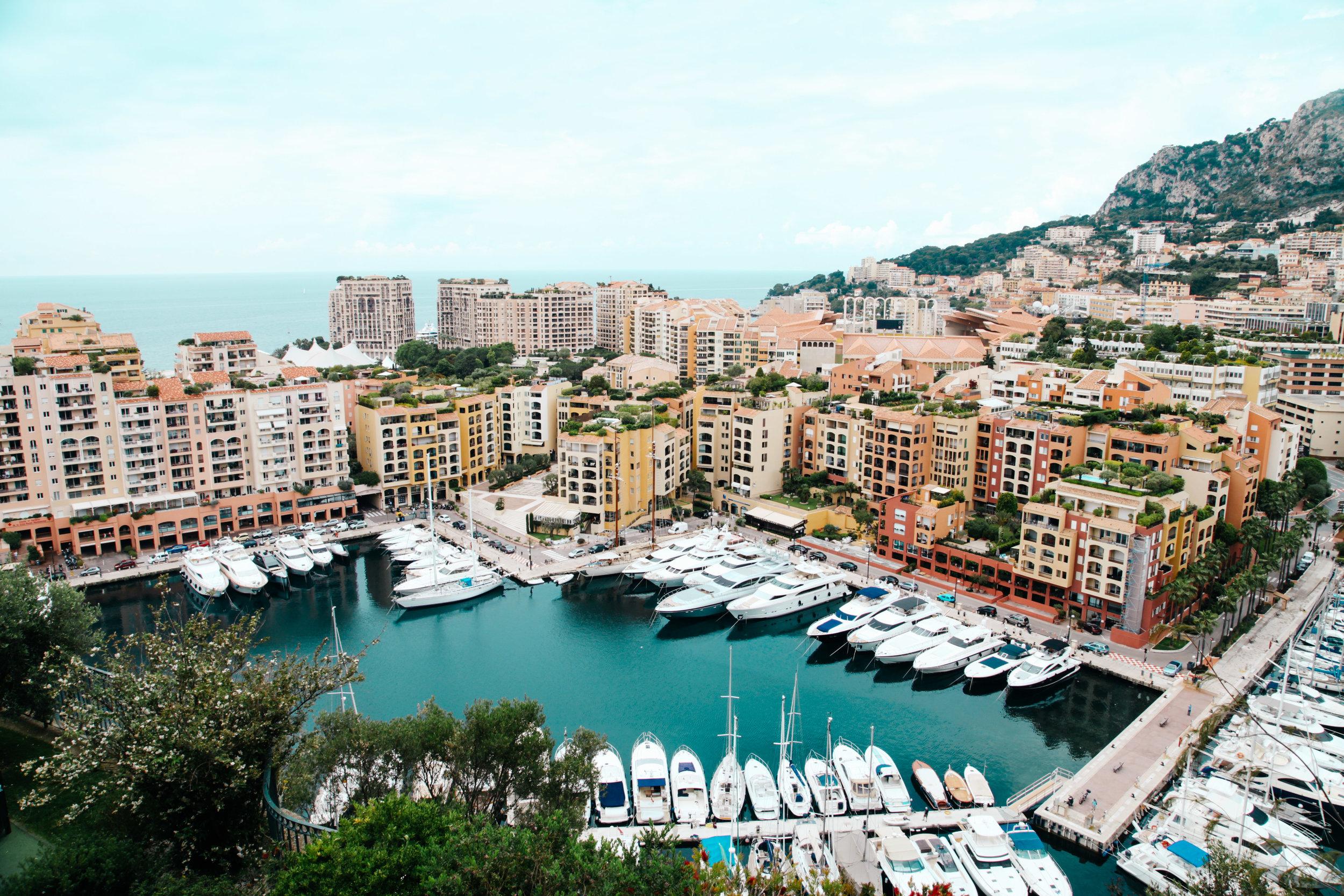 Yachten im Hafen in Italien