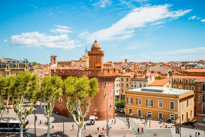 Perpignan - Erleben Sie katalanische Lebenslust: Jeder zweite Einwohner von Perpignan spricht im Alltag nicht Französisch, sondern Spanisch - und lebt und feiert auch wie die spanischen Nachbarn. Entdecken Sie die faszinierende Stadt der Kunst und Künstler und gönnen Sie sich einen Spaziergang duruch die faszinierende Altstadt, die heute fast durchgehend Fußgängerzone ist oder das lebhafte Kneipenviertel.
