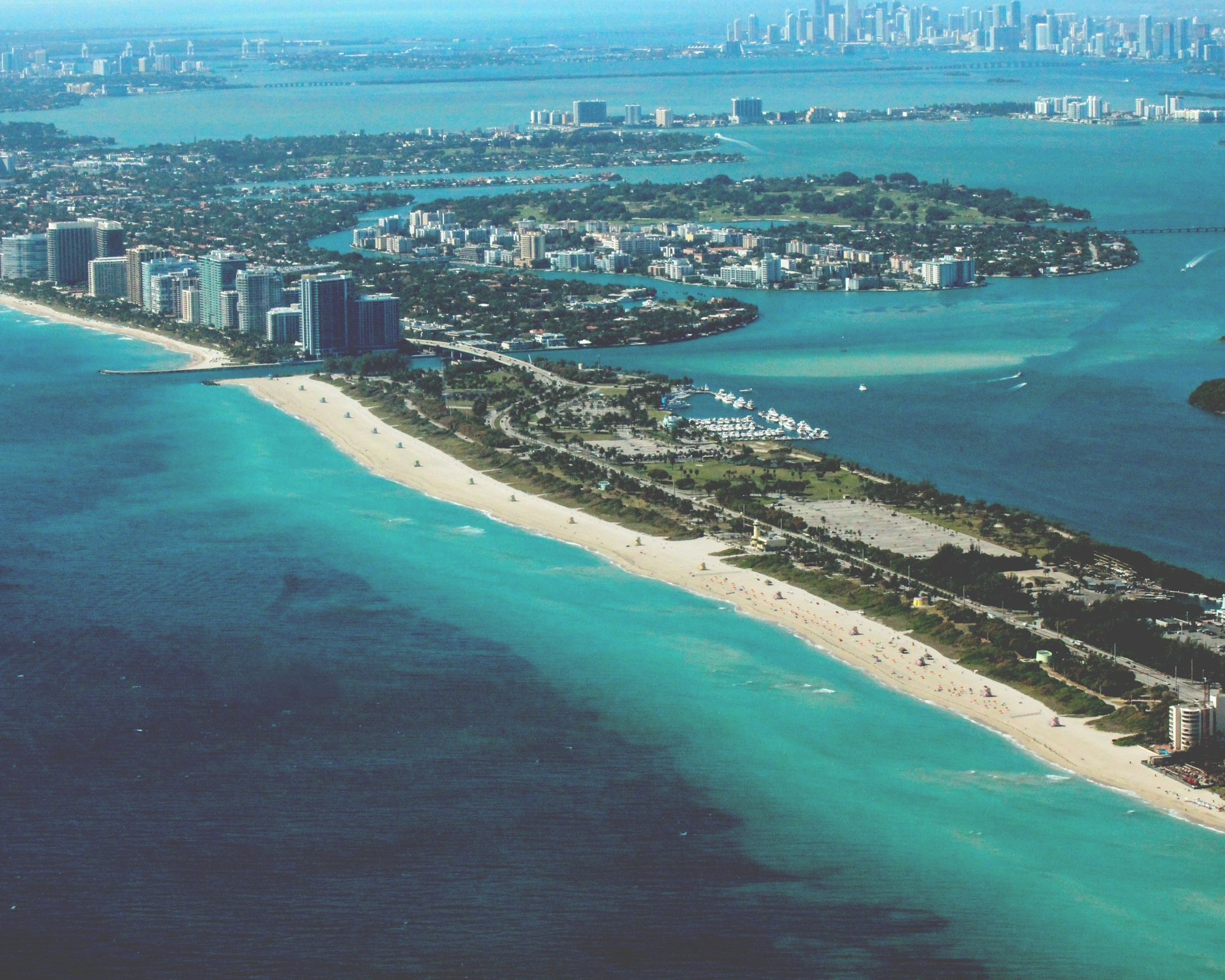 DESTINATION MIAMI - Discover the area of extravagance and stars. Miami stands for a lot of glamour, fancy art and stars, hip lifestyle, sun and the sea. In 2008 Miami was even selected as the most attractive city in the world. Looking for a bit of variety, with your yacht you can reach berth taking destinations like the Florida Keys or the Bahamas in just a few hours.Discover now on our blog amazing yachting destinations>>
