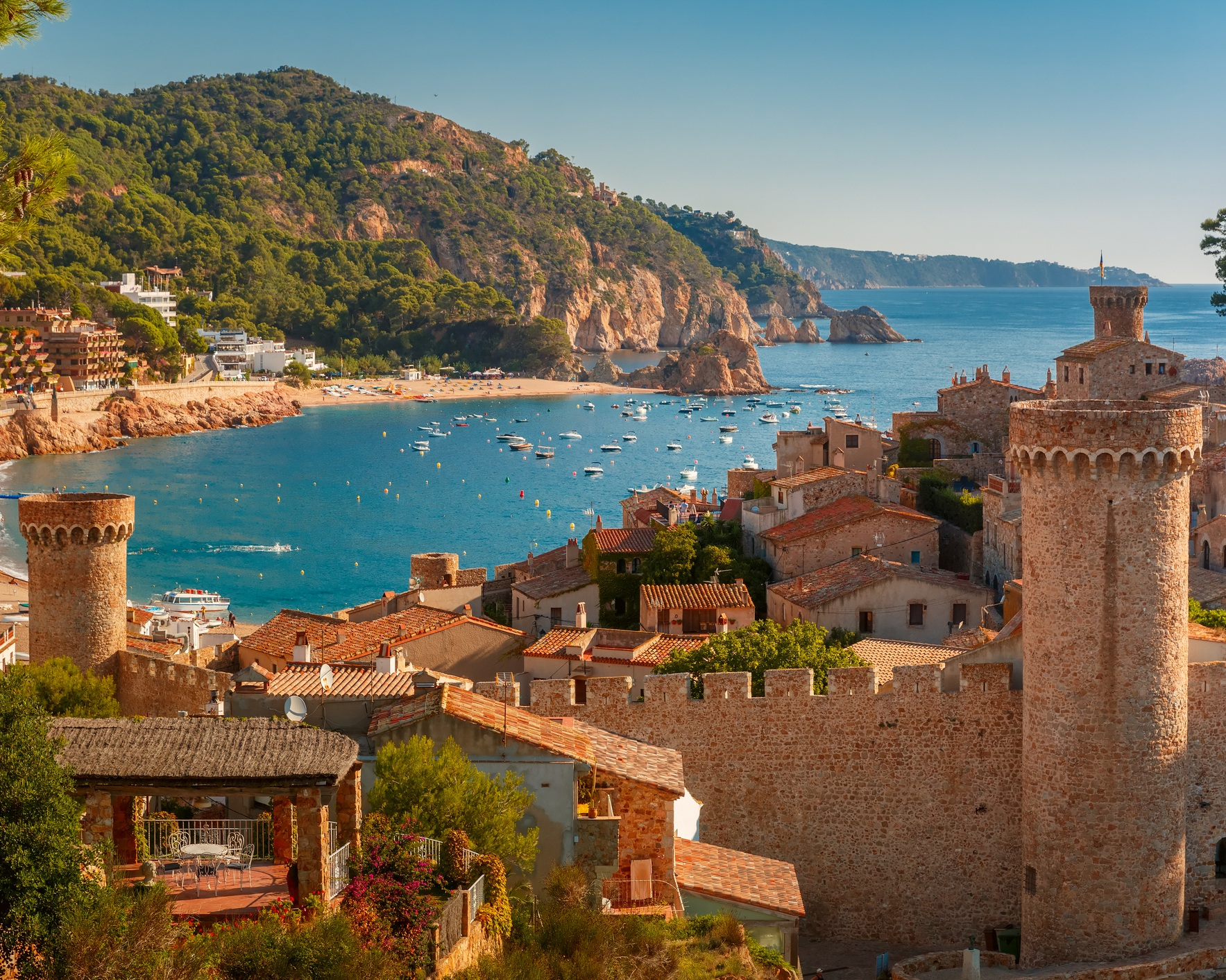 DESTINATION SPAIN - The Spanish Mediterranean coast stretches over 800 km and offers everything the yachting heart desires from cultural treasures to diverse landscapes. Vibrant cities such as Barcelona, miles of sandy beaches and sometimes up to the sea mountain ranges offer an impressive scenario. Don't miss these yachting hotspots along the coastline: The Costa Brava, the