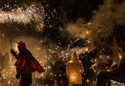 Pytomanen-Party - Und plötzlich ist der Teufel los: Die Pyromanen-Party der Dämonen ist nur ein Highlight des