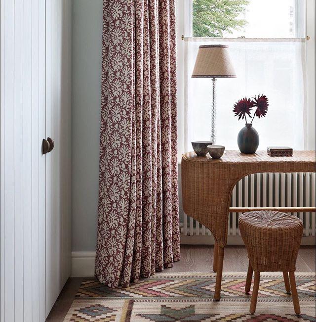 A sneak peek from Studio Peake's first photoshoot 💥@alexanderjamesphoto 📸 . . . . #interiordesigner #londoninteriors #curtains #dressingtable #interiordesignerlondon #interiors #interiorinspo #martamaasfjetterstrom #studiopeake