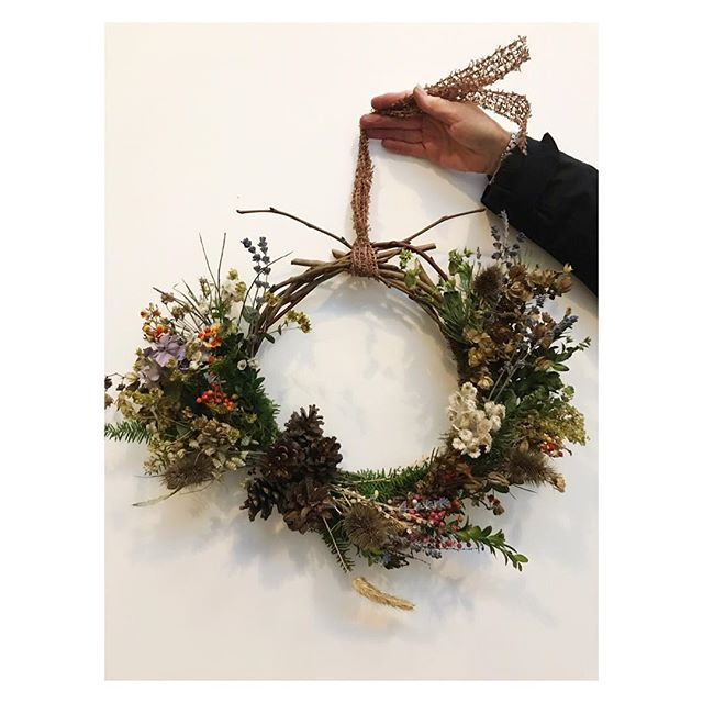 What a day we had @guardswellfarm. A lovely wintery walk in the woods followed by some amazing wreath making, and thanks Gaurdswell we had treats to keep the troupes going. Well done everyone! Seriously impressed with the creativity and festive spirit. . . . . #winterywalks #wreathmaking #foraging #mincepies #mulledcider #willowwreaths #driedflowers