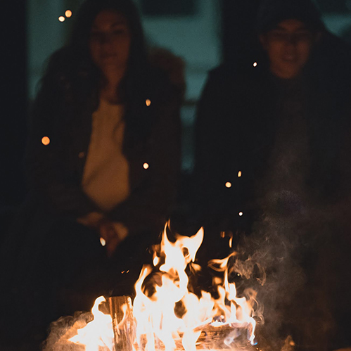 Cozy Vibes - Fire pits, fake snow, DIY hot cocoa and chairlift photo-ops, while bringing those après-ski vibes (without all the windburn). Go VIP for a delicious make your own s'more session.