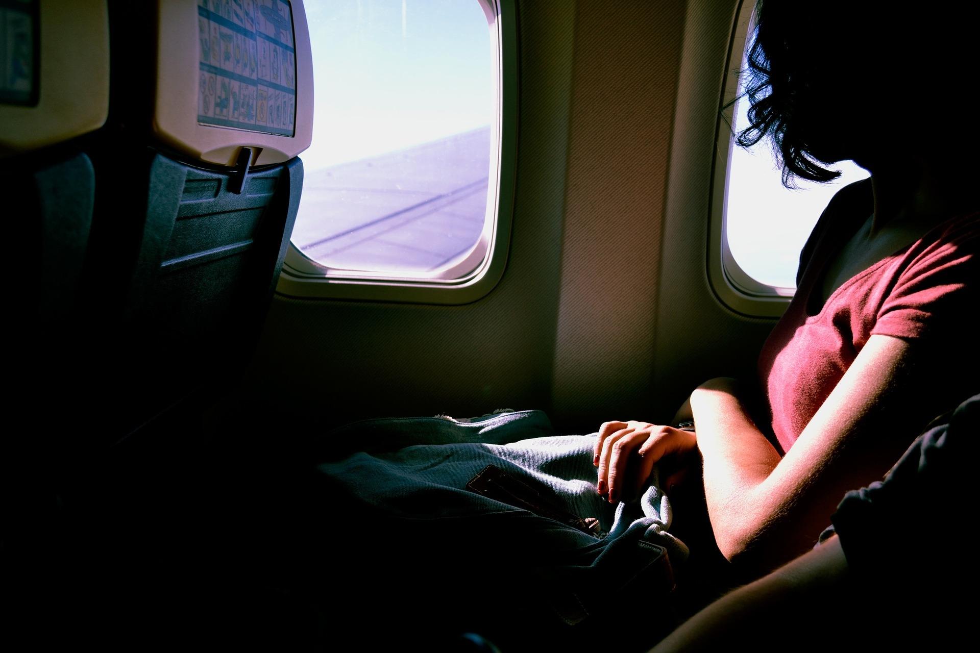 airplane-1209752_1920.jpg