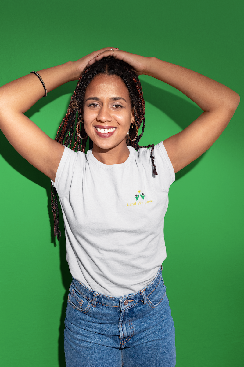 round-neck-tee-mockup-of-a-girl-with-braids-in-a-photo-studio-24090.png