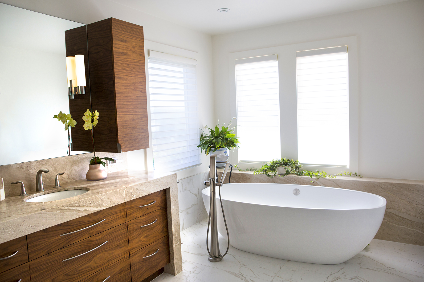 bathroom with tub 4x6.jpg