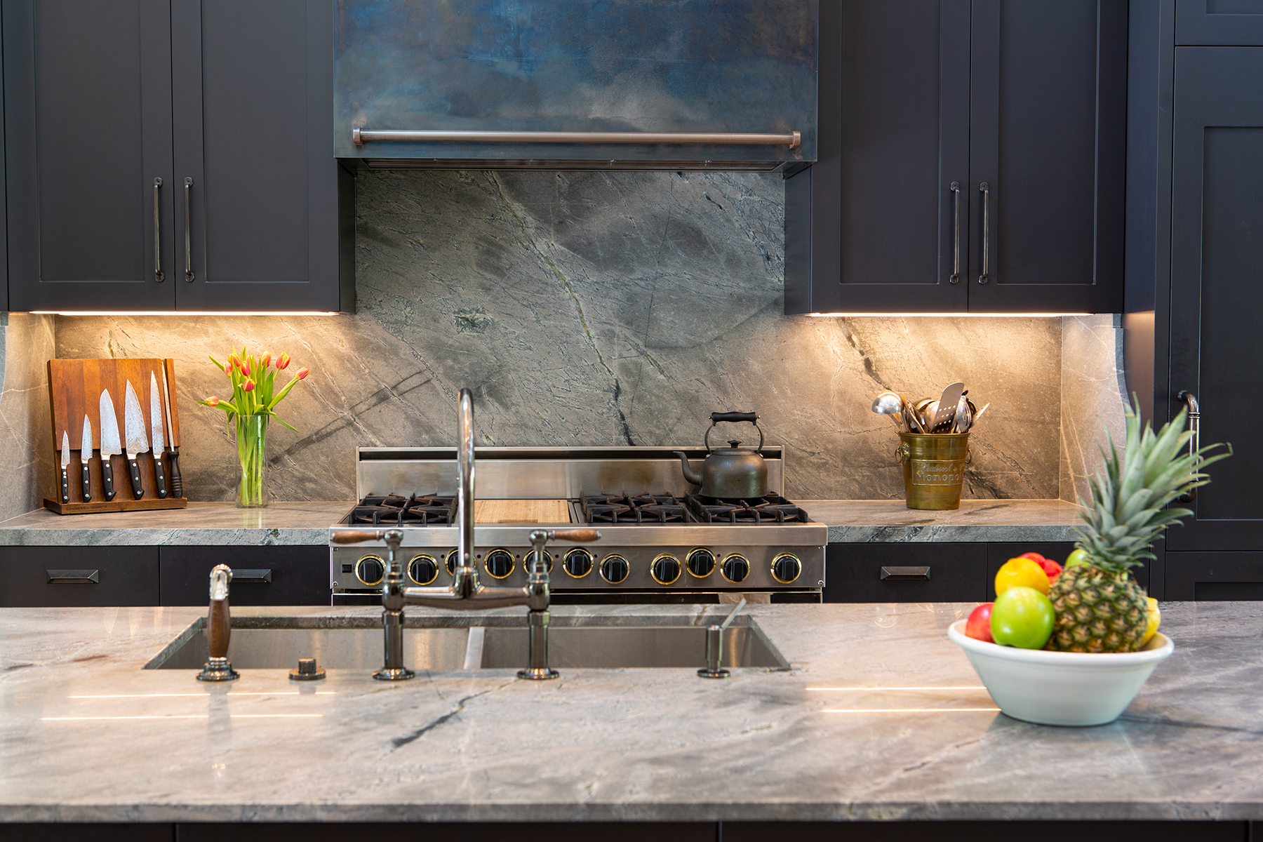 kitchen counter and hood.jpg