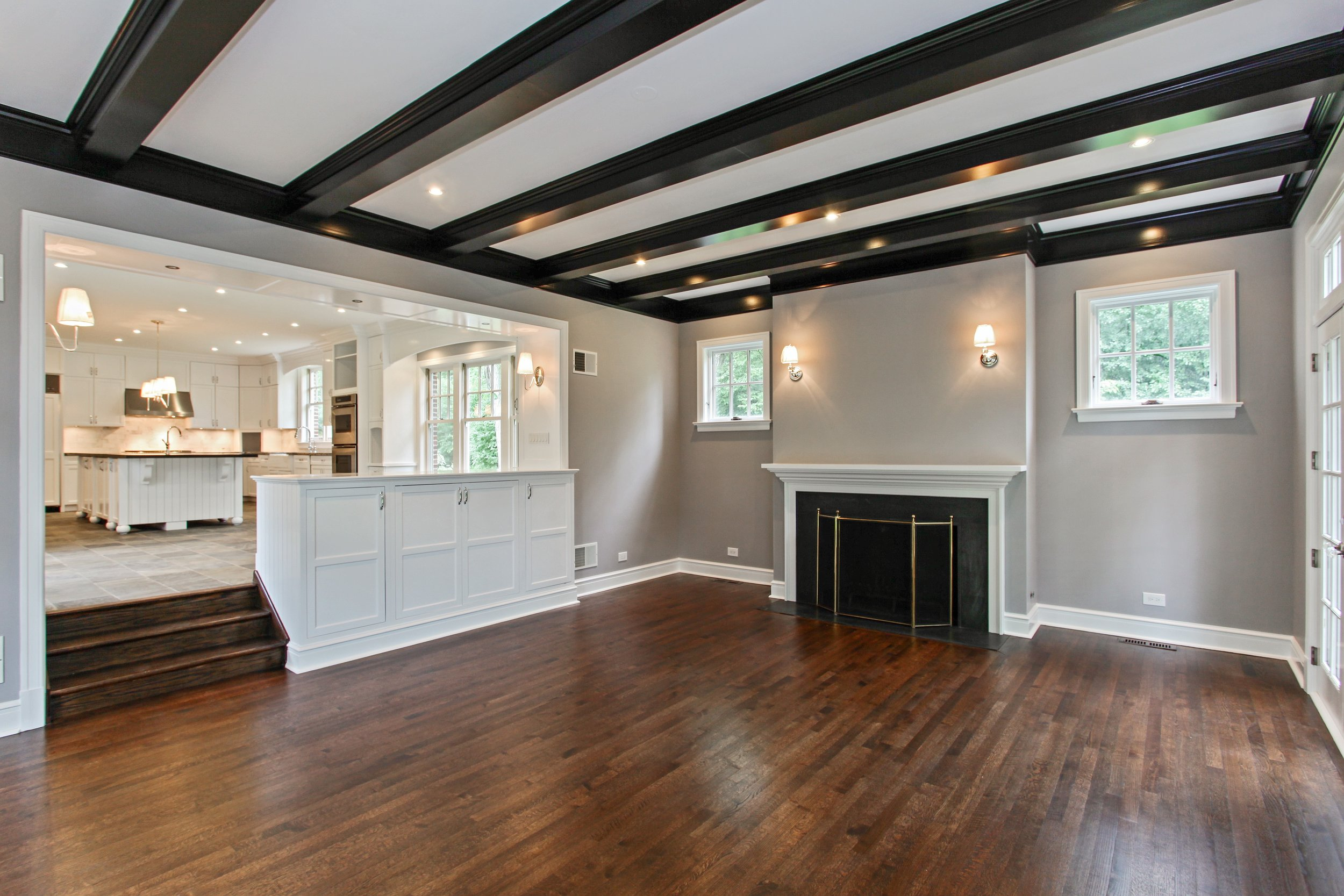10_2050Knollwood_94_FamilyRoomKitchen_HiRes.jpg