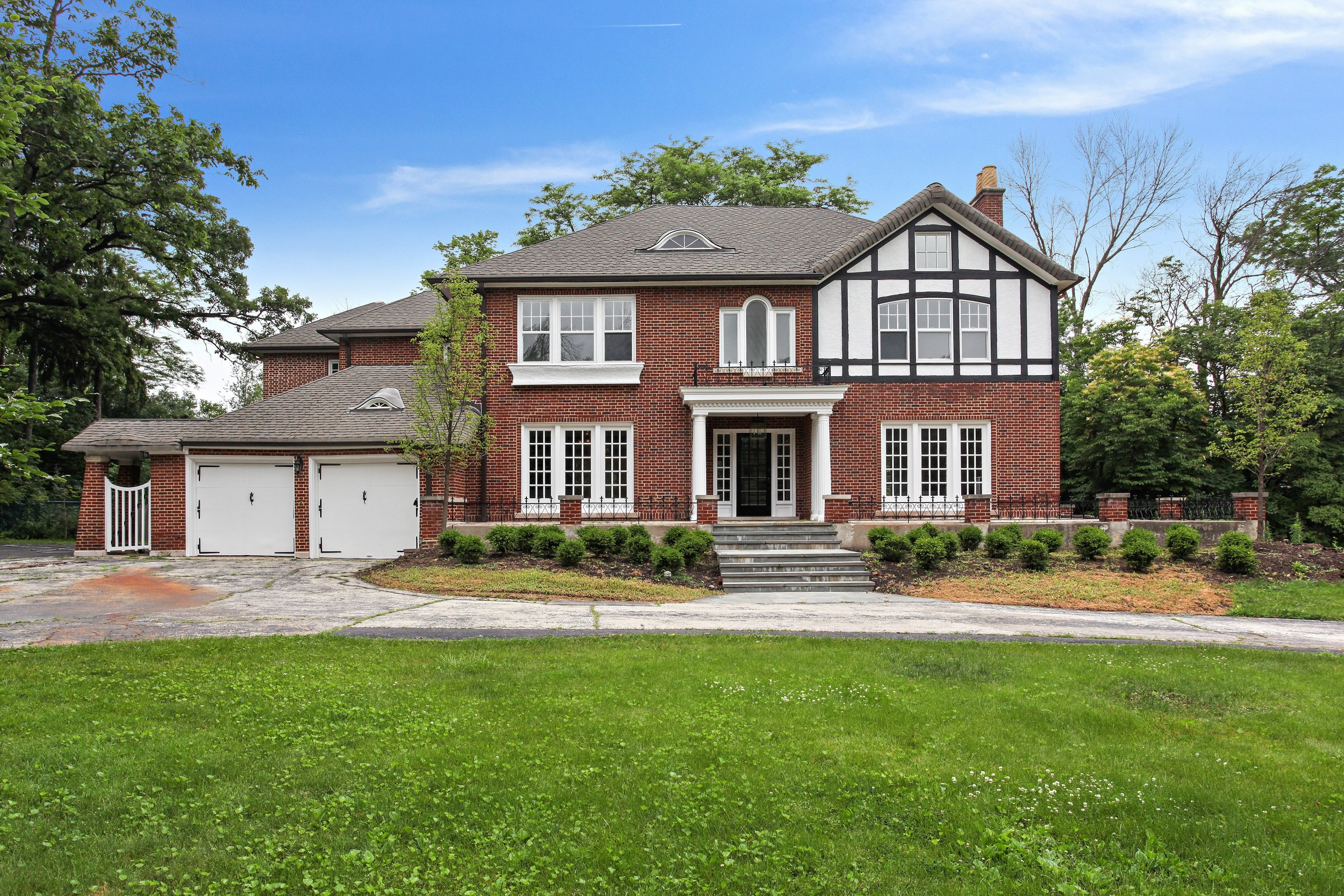 01_2050Knollwood_57_FrontView_HiRes.jpg