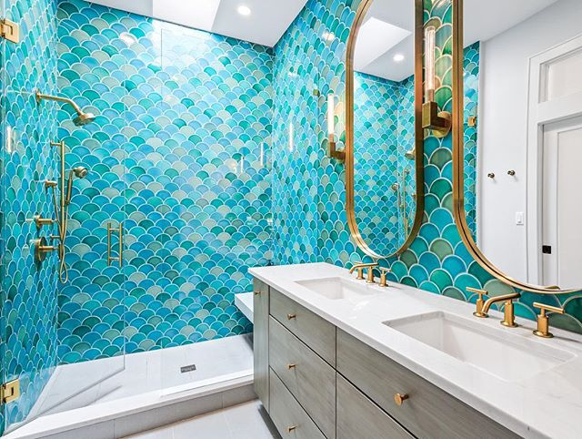 #TileTuesday Mermaid Bath with @fireclaytile Ogee Drop tile in our completed renovation in Little Italy. • • • Construction: Greymark Design: @resting_bish_face_  Photography: @pdetphotography_architectural  #mermaidbath #fireclaytile #renovation #redesign #interiorarchitect #interiordesign #chicagohome #tiledesign #masterbath #mastersuite #kohler #luxuryhomes #qualityhomes #ogeedrop #mermaidtile #mermaid #custombuild #customhome