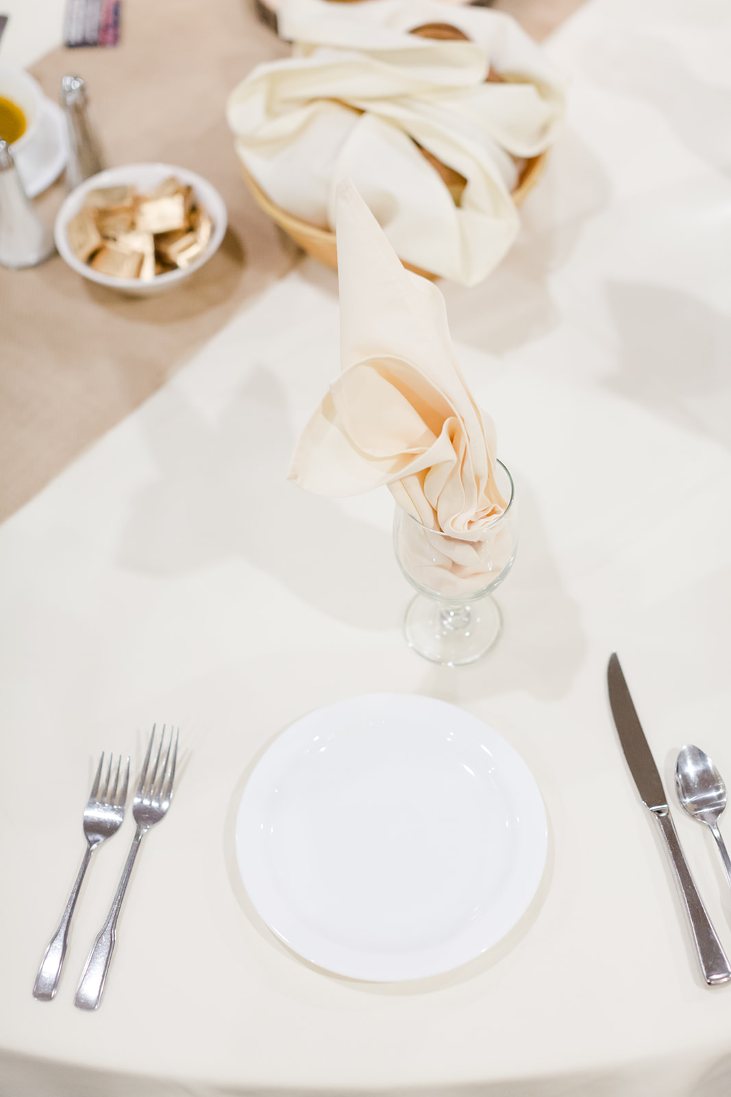 Photo by Lindsey White Photography | Social Events banquet hall at Royal Cliff south metro Minnesota | table setting black white or ivory included