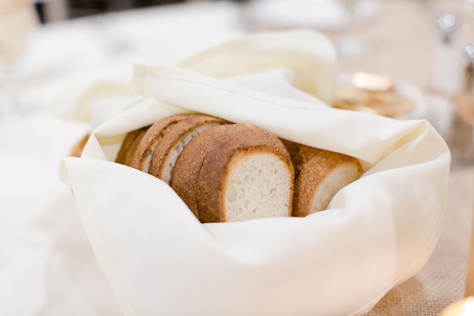 Photo by Lindsey White Photography | Social Events banquet hall at Royal Cliff south metro Minnesota | delicious bread but also offer gluten free options