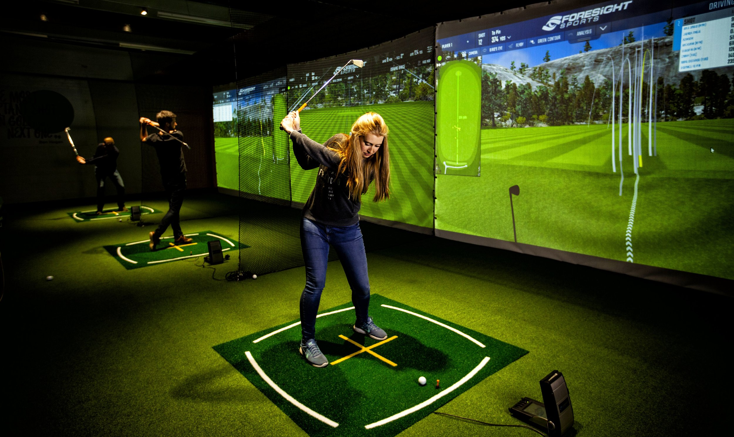 Grooves Golf Indoor Driving Range and Golf Simulation