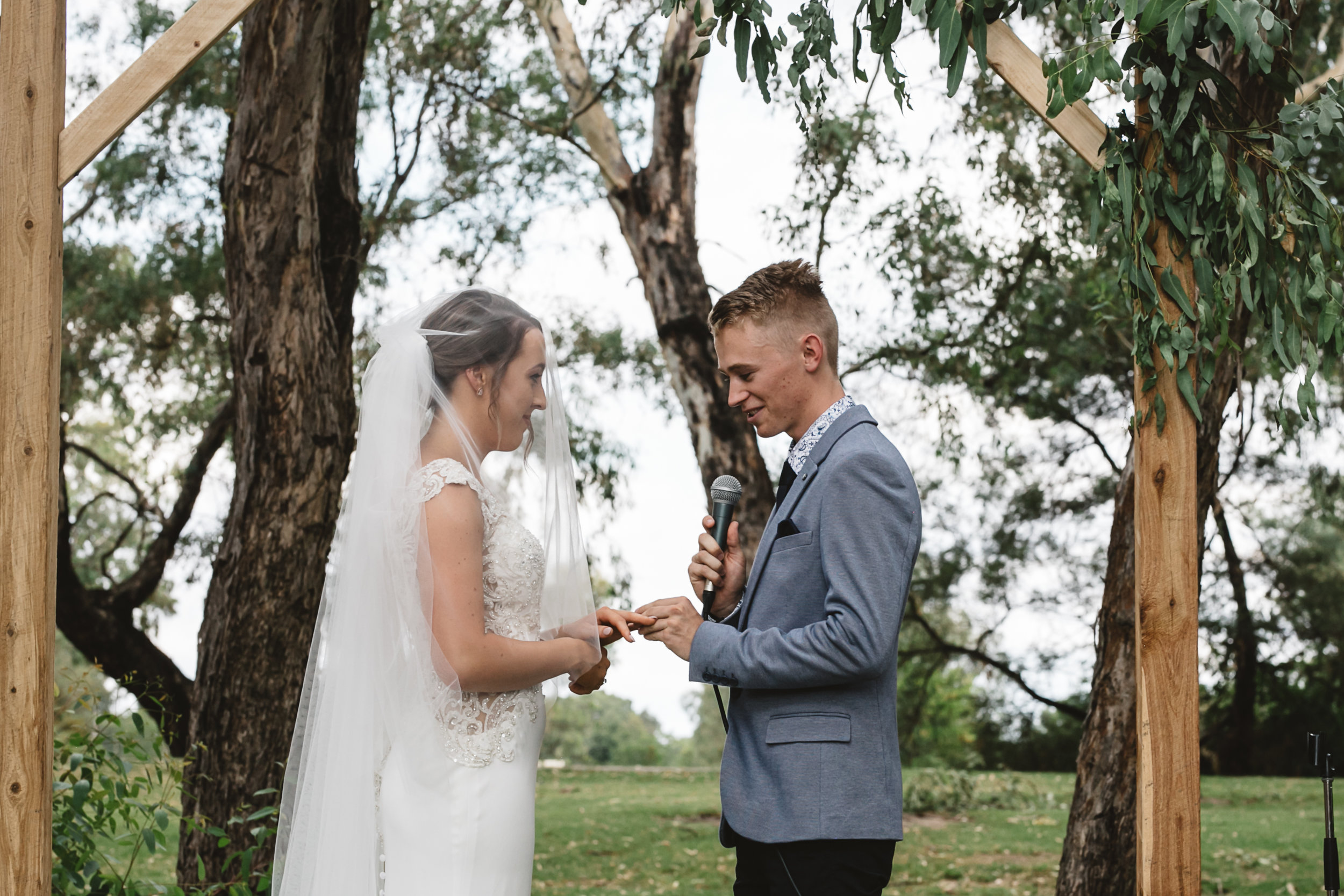 wedding day in portsea and relaxed couples in their wedding day