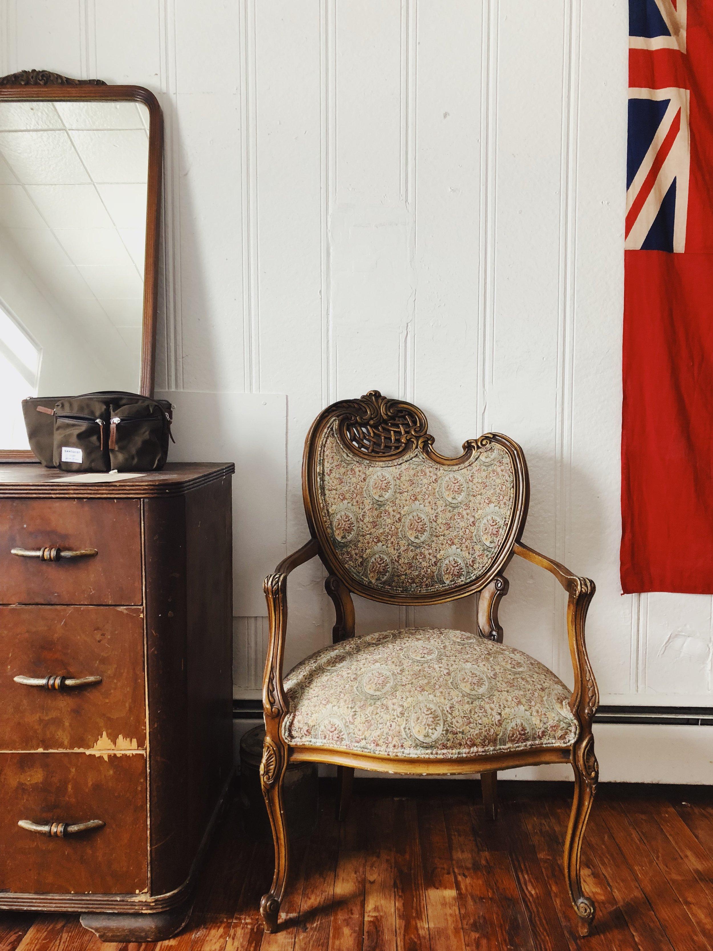 RedCottage_LMFFC_cottage_queenbedroom_armchair.JPG