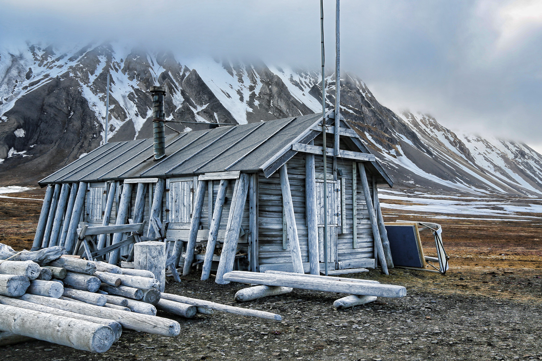 Well maintained Norwegian hunter/trapper cabin at Bamsebu.